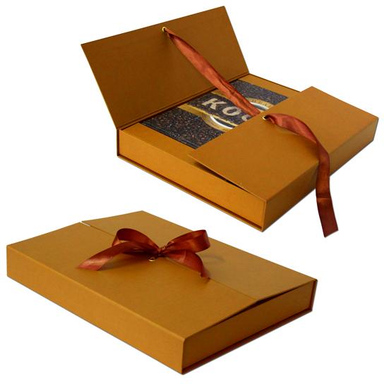 Коробка с распашными дверцами, обтянутая дизайнерской бумагой